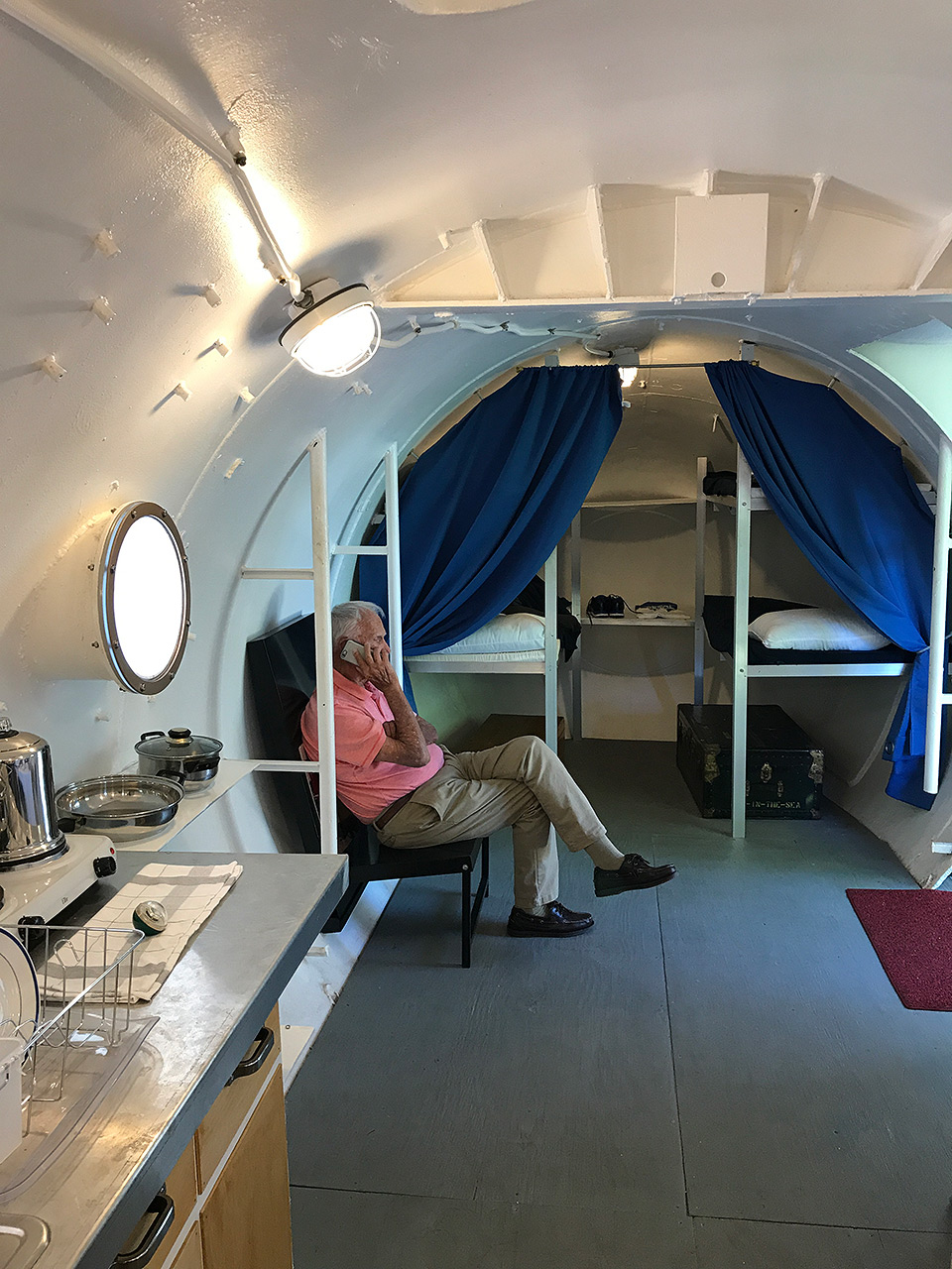 171023-man-in-the-sea-museum-sealab1-interior-bunk