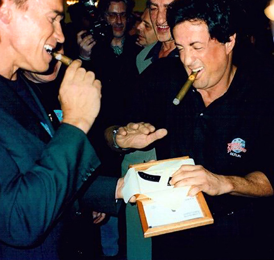 180214-panerai-stallone-schwarzenegger-planet-hollywood-berlin-1996