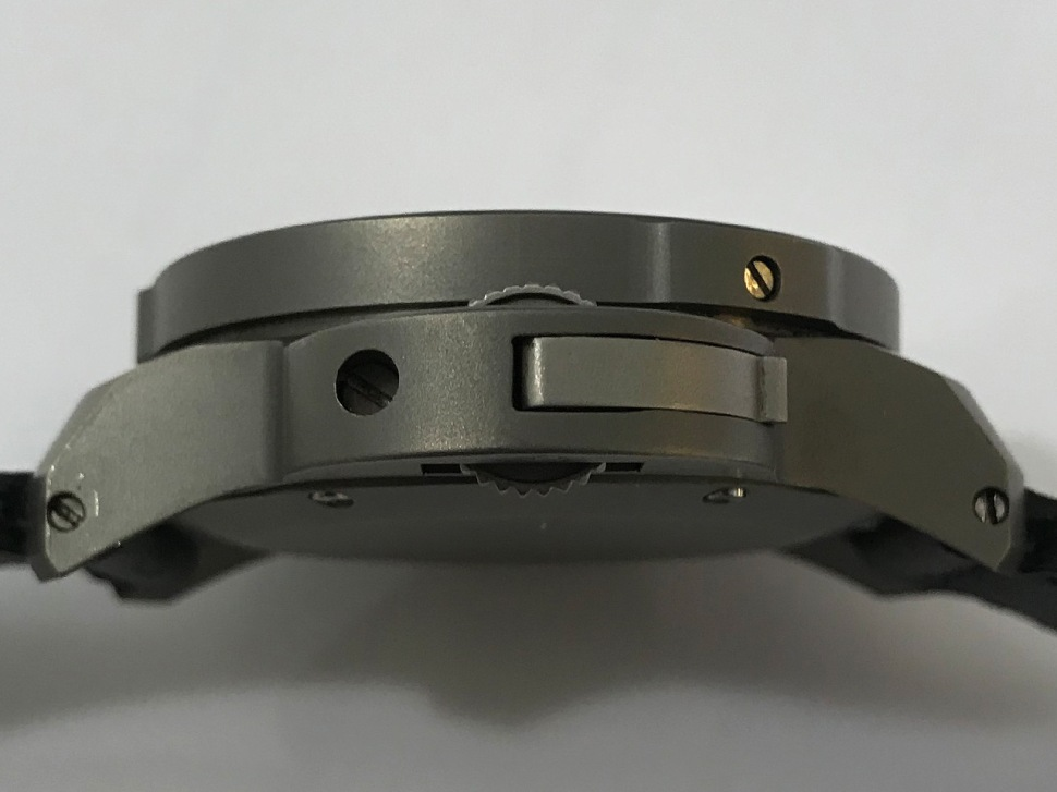 180524-panerai-mille-metri-titanium-sothebys-2018-profile-crown