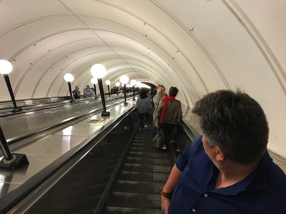 180626-panerai-gtg-moscow-mayakovskaya-metro-station-escalator