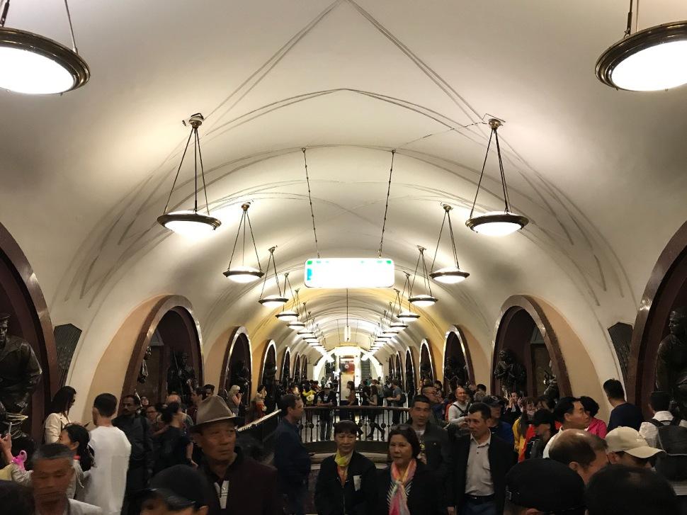 180629-panerai-gtg-moscow-sightseeing-ploshchad-revolyutsii-metro-station