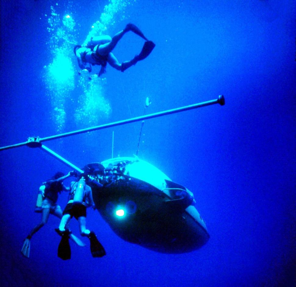 181112-deepstar-4000-divers
