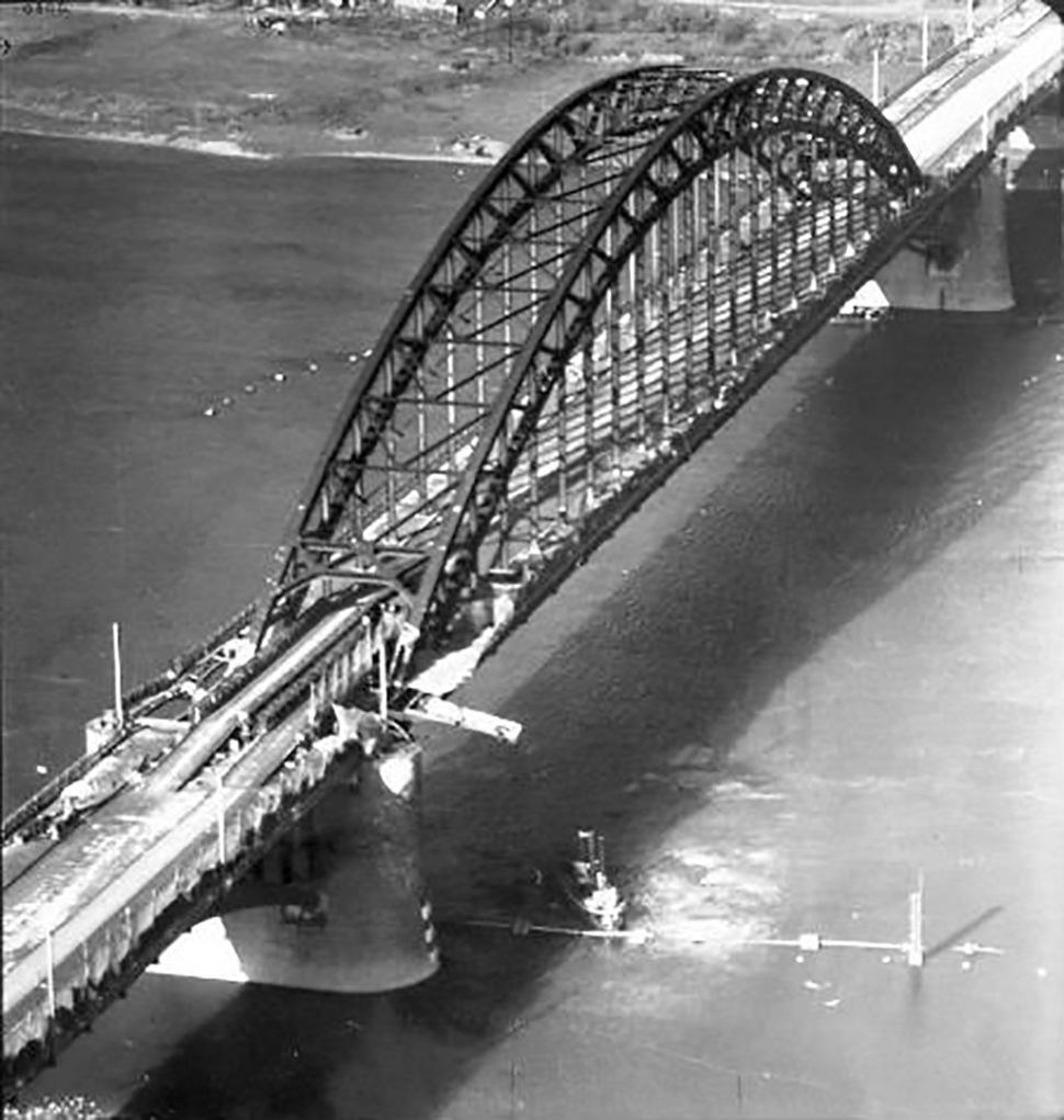 190310-nijmegen-road-bridge-repaired-wtih-bailey-bridge