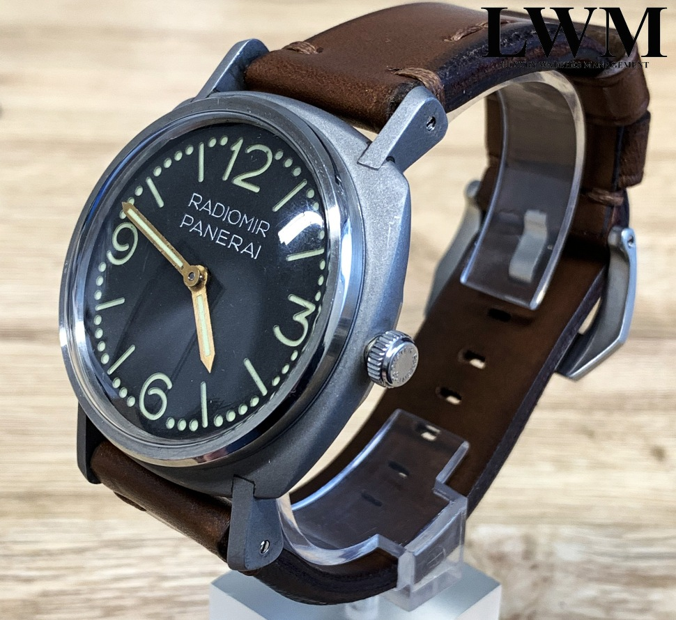 190416-panerai-3646-welded-dots-dial-antiquorum-side-view-crown