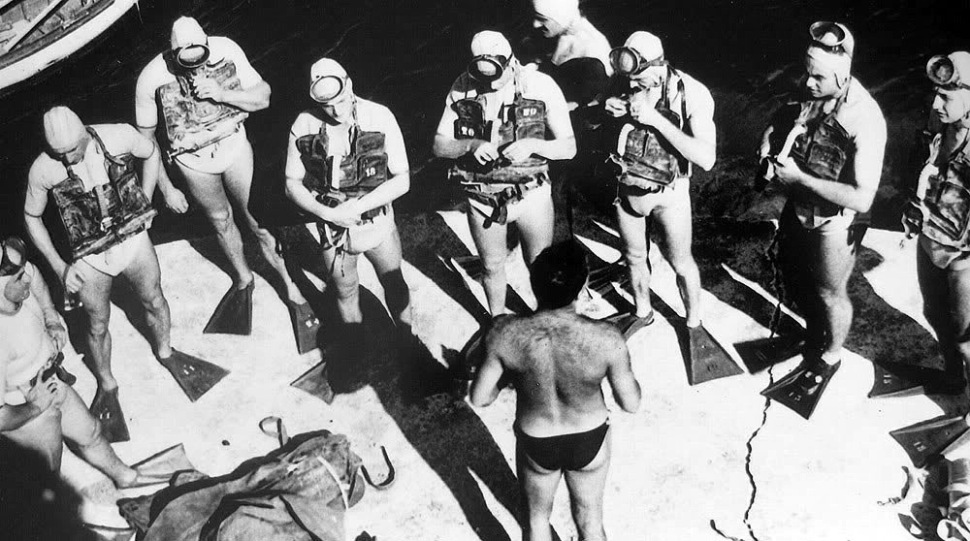 190702-french-frogmen-with-davis-rebreathers-1953