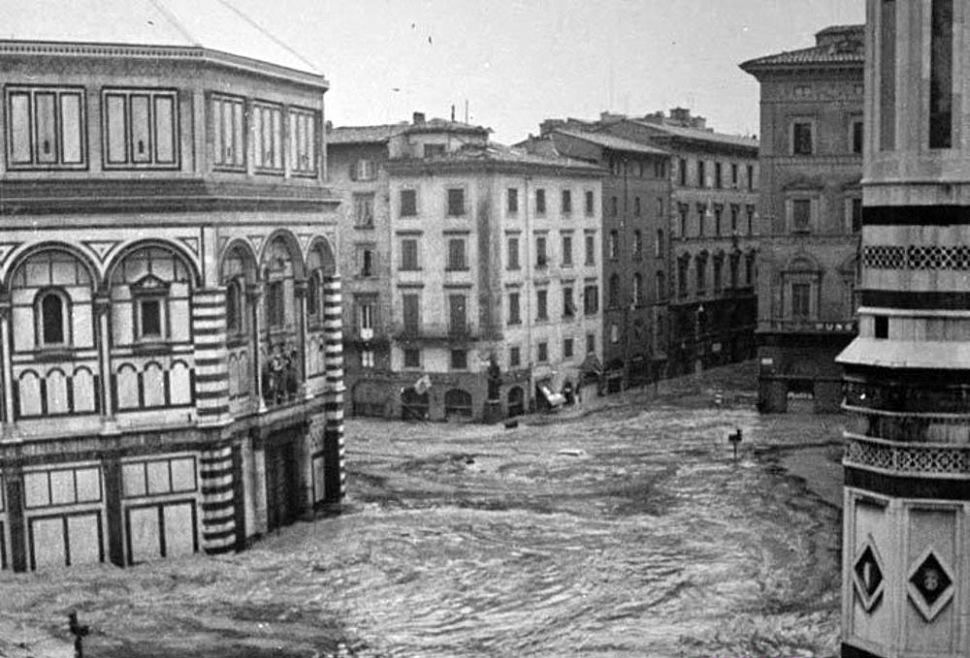 190730-florence-flood-1966-piazza-san-giovanni