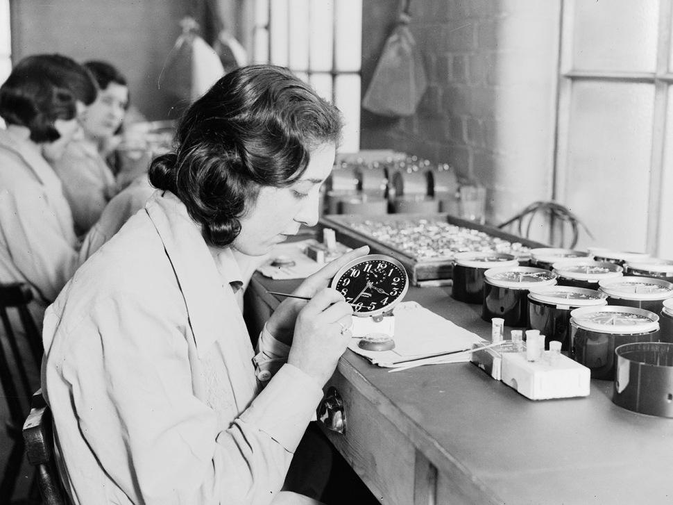 191129-radium-girls-ingersoll-watch-factory-1932