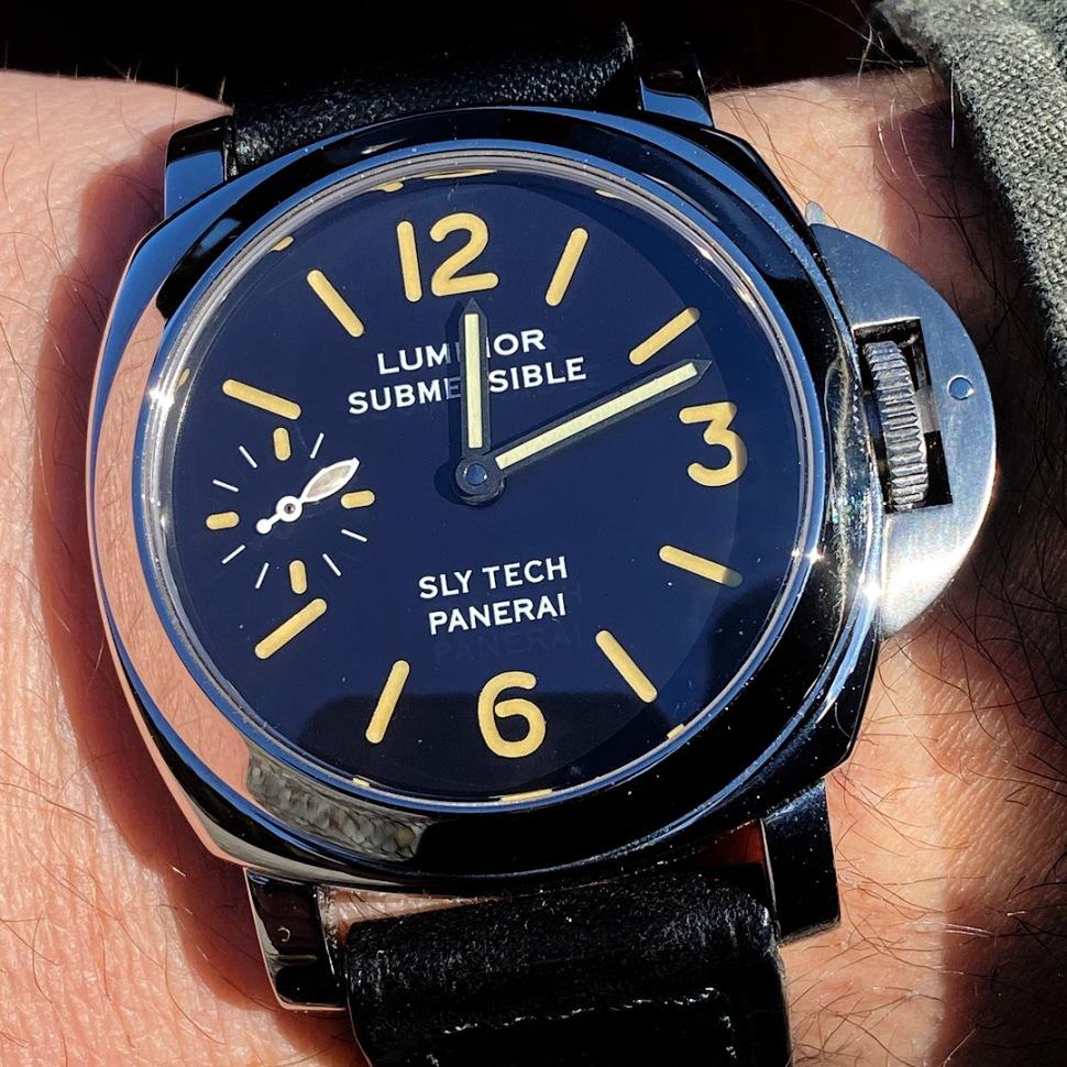 200327-panerai-submersible-sly-tech-5218-201-a-0885-dial