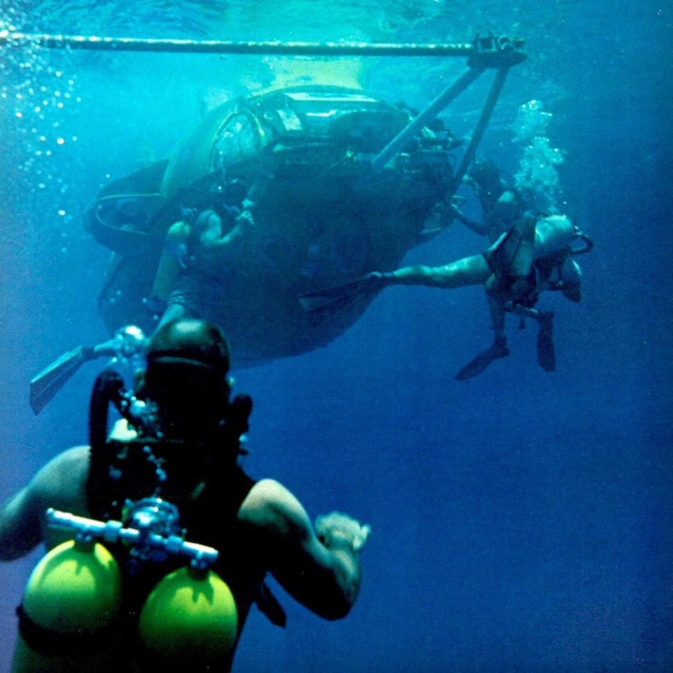 200610-deepstar-4000-with-divers